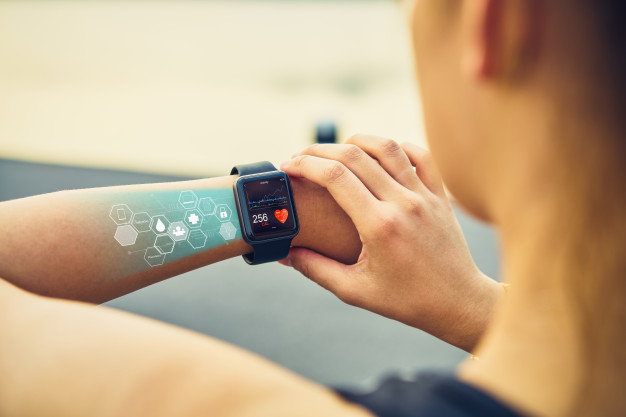 Things to Consider While Buying A Fitness Tracker